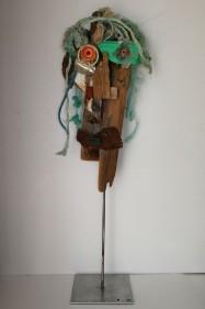 Portrait 24 sur socle métallique. 110 cm