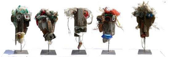 sculptures sur socles métalliques